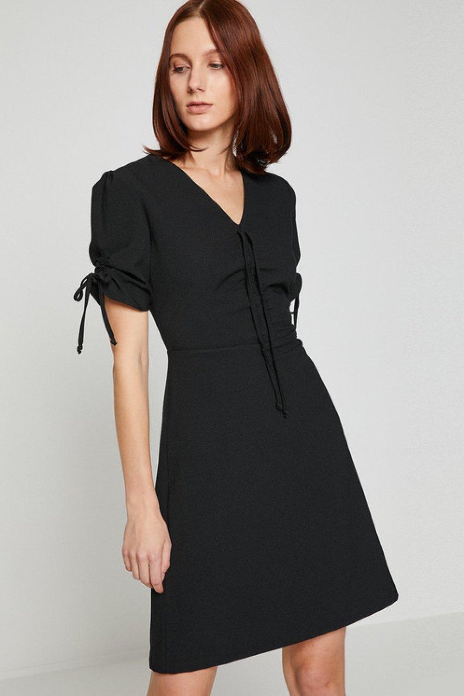 42764afa000e6 Koton Bağcık Detaylı Siyah Mini Elbise | ElbiseBul