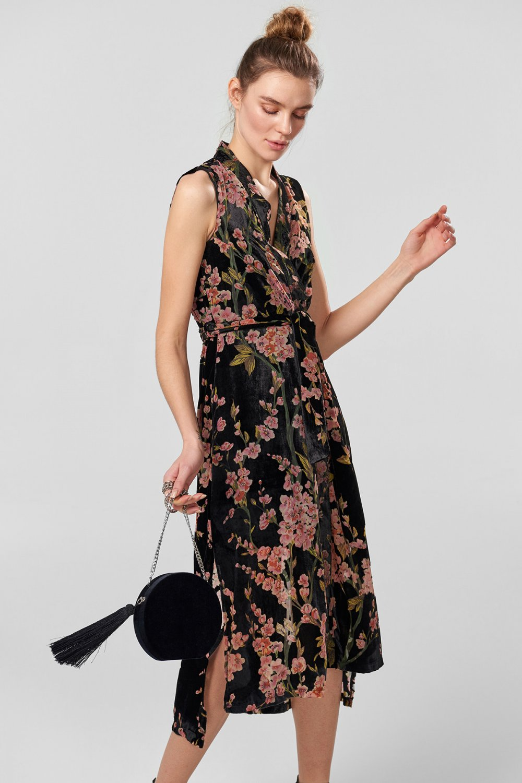 62ede76f91822 Trendyolmilla Siyah Desenli Yakma Kadife Midi Elbise | ElbiseBul