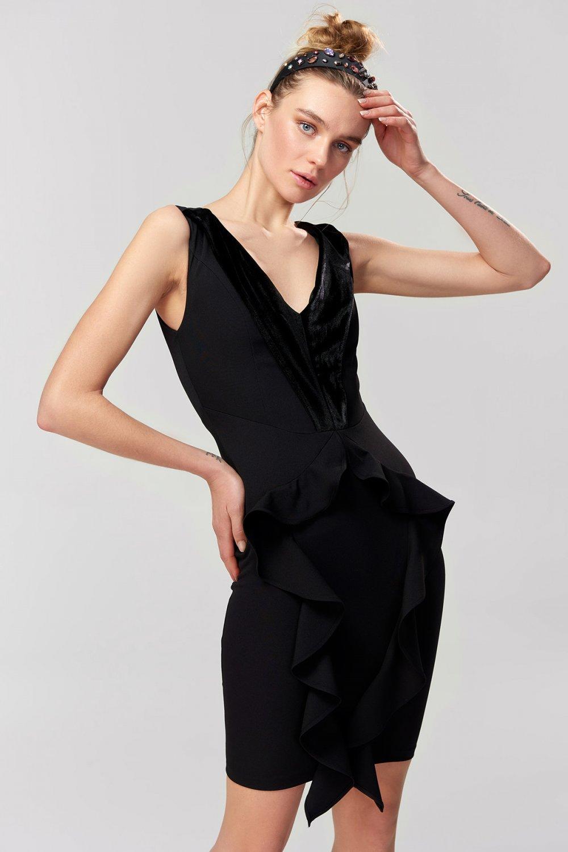 15491ac4b9c82 Trendyolmilla Siyah Kadife Garnili Mini Abiye Elbise | ElbiseBul