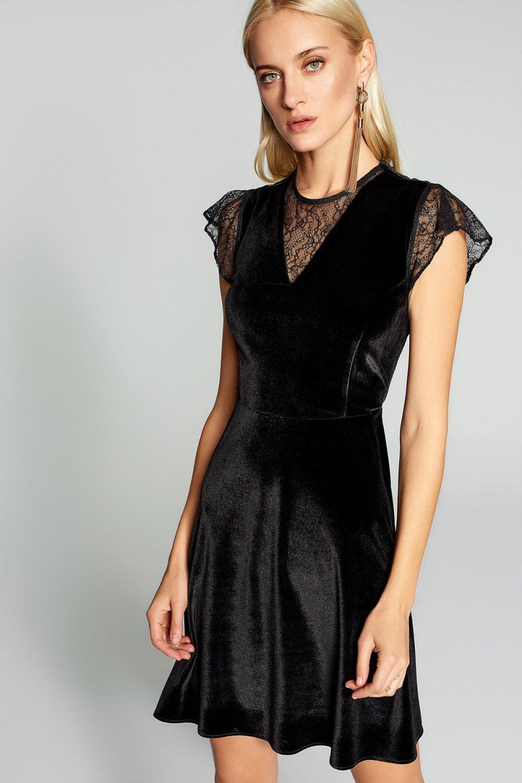 853d49b4f2698 Trendyolmilla Siyah Dantel Detaylı Kadife Günlük Mini Abiye Elbise ...