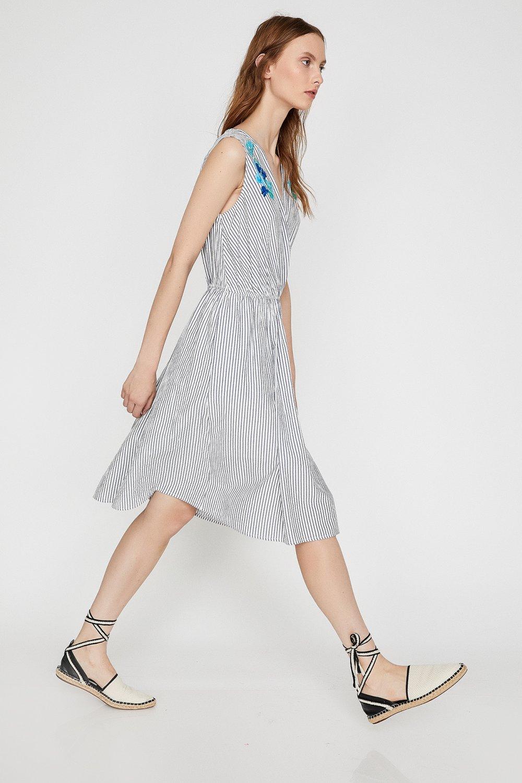9e3c45fdcc9a7 Koton İşlemeli Lacivert Çizgili Midi Elbise | ElbiseBul