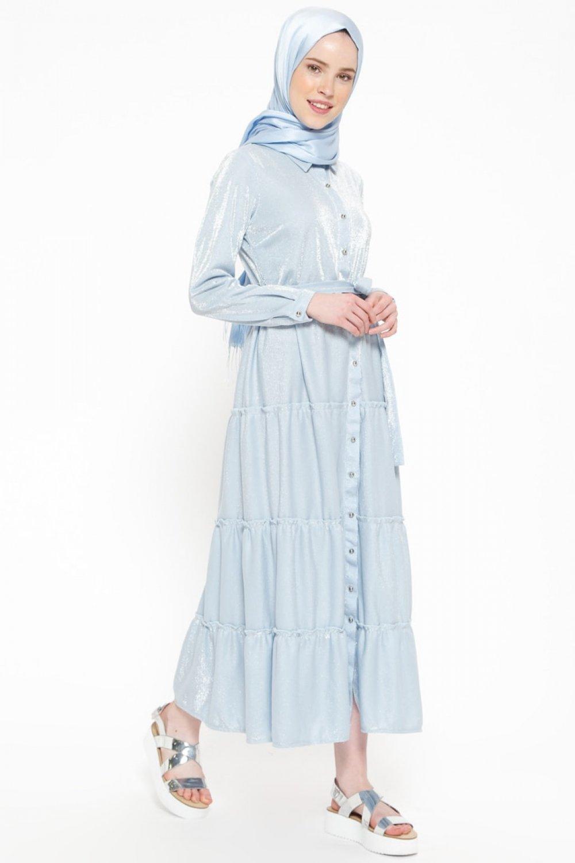 f8074f16f6131 Beha Tesettür Mavi Kendinden Simli Boydan Düğmeli Elbise   ElbiseBul