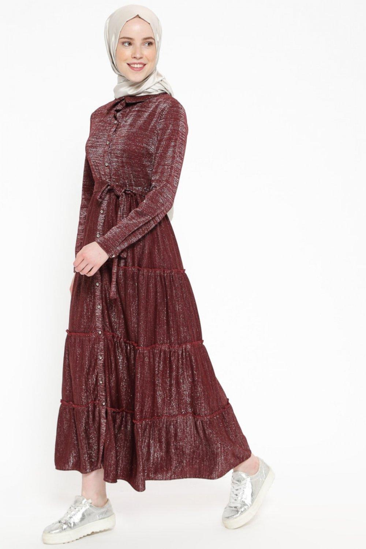 a7651665af5be Beha Tesettür Bordo Kendinden Simli Boydan Düğmeli Elbise | ElbiseBul