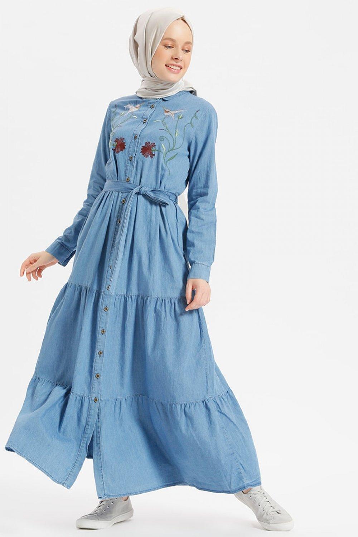 fdd7e2818c6ca Benin Açık Mavi Doğal Kumaşlı Nakışlı Kot Elbise | ElbiseBul