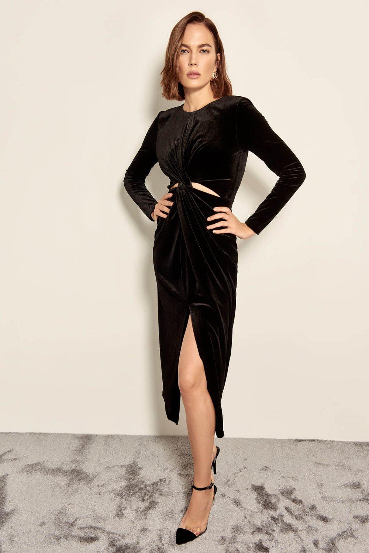 21b681d0afe57 Trendyolmilla Siyah Bel Dekolteli Kadife Uzun Elbise | ElbiseBul