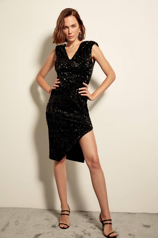 73e07ca0ef64a Trendyolmilla Siyah Kadife Üzeri Payet İşlemeli Midi Elbise | ElbiseBul