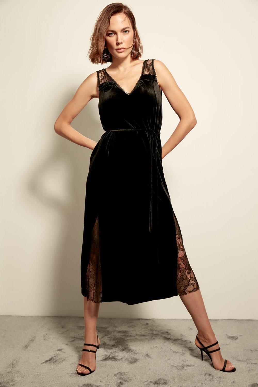 15e26664b0f69 Trendyolmilla Siyah Dantelli Kadife Midi Elbise | ElbiseBul
