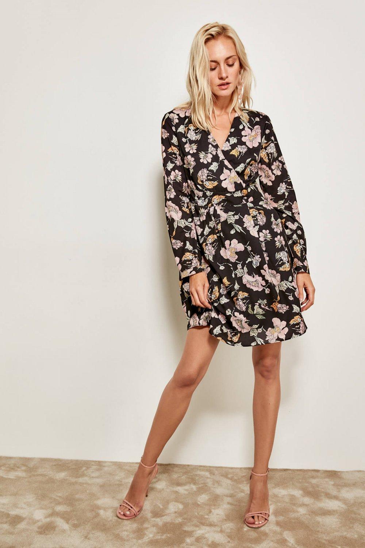 2ea9f169ab5b3 Trendyolmilla Siyah Çiçek Desenli Kruvaze Yaka Mini Elbise   ElbiseBul