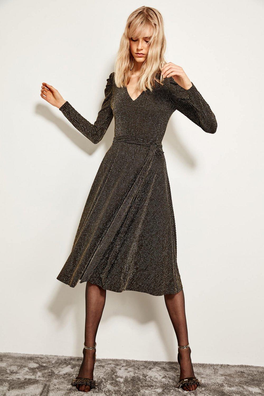 f6abb47ac83b2 Trendyolmilla Altın Kruvaze Yaka Işıltılı Midi Abiye Elbise   ElbiseBul