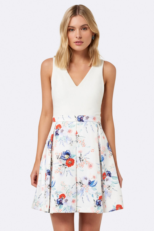 cb360fa079dd4 Forever New Beyaz Elsa Çiçekli Mini Elbise   ElbiseBul