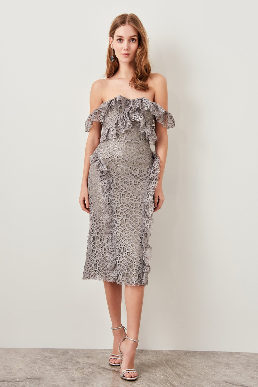 c6a3fb050deb8 Trendyolmilla Straplez Gri Volanlı Dantel Detaylı Midi Abiye Elbise ...