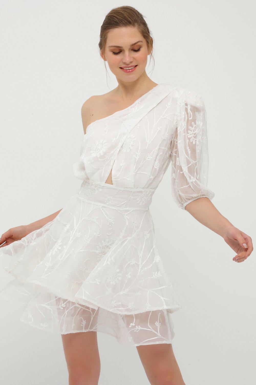 Betty&Sam Tek Omuzlu İşlemeli Beyaz Mini Abiye Elbise