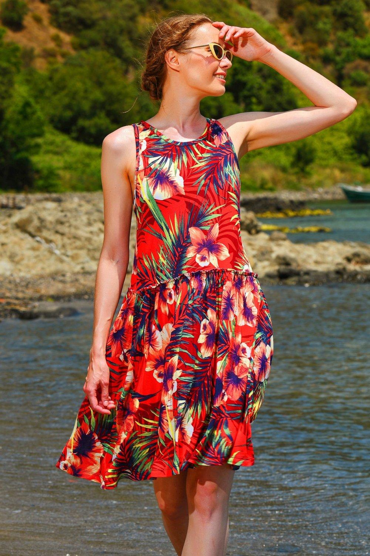 Trend Alaçatı Stili Kırmızı Çiçek Desenli Kloş Mini Elbise