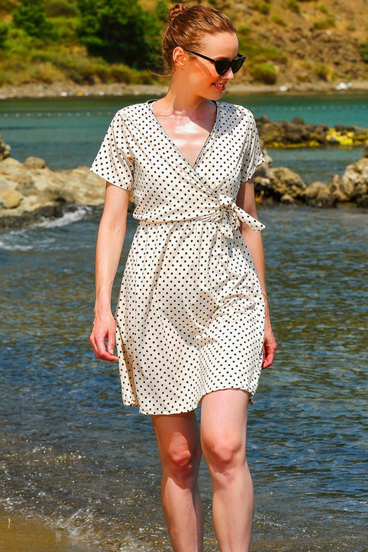 Trend Alaçatı Stili Ekru V Yaka Puantiyeli Dokuma Mini Elbise