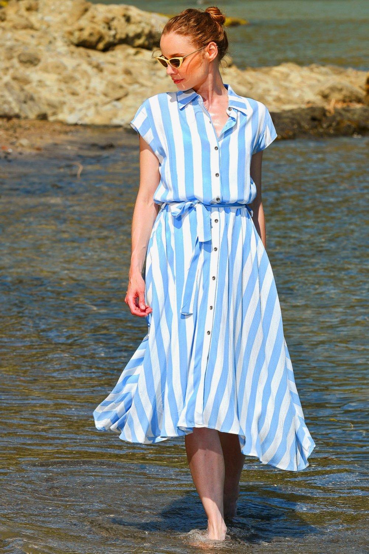 Trend Alaçatı Stili Mavi Beyaz Dokuma Uzun Asimetrik Gömlek Elbise