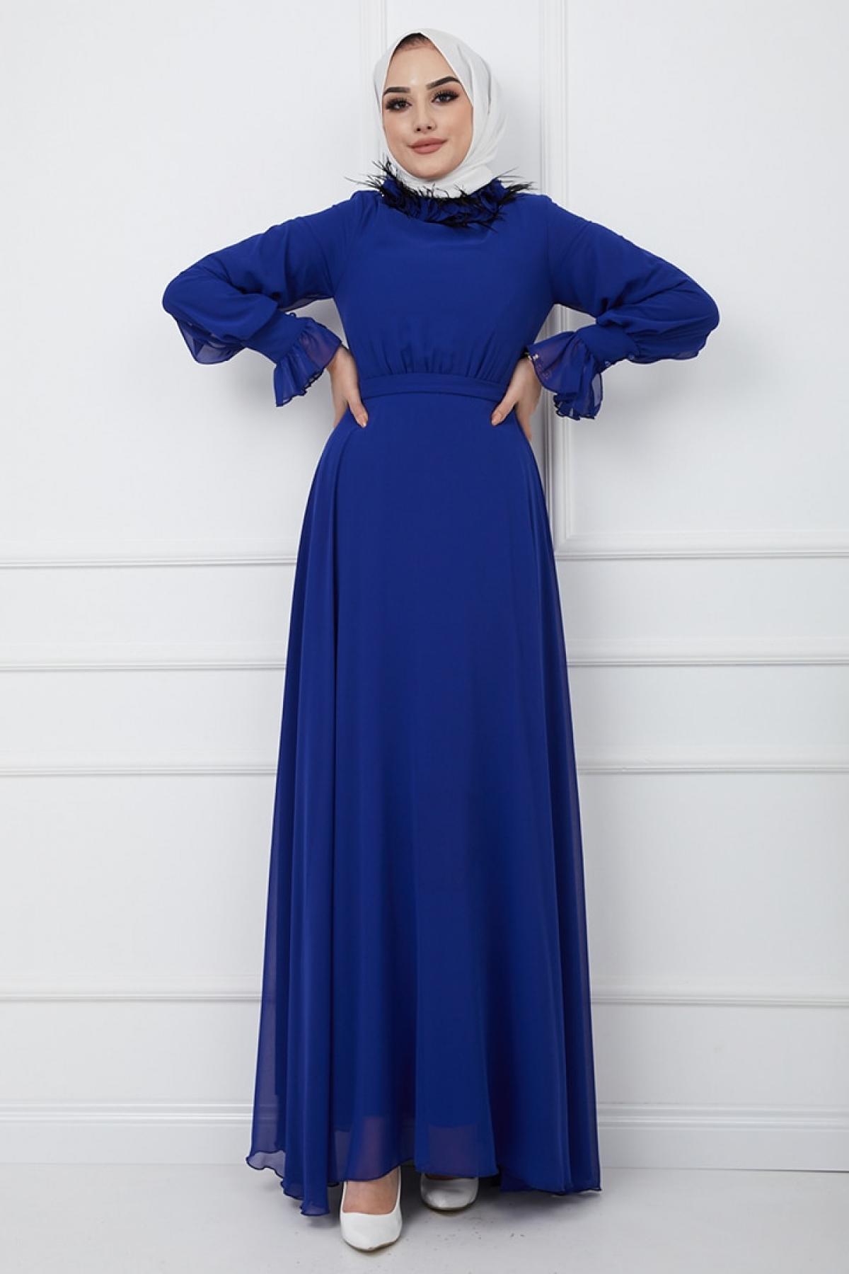 Olcay Saks Mavisi Yakası Tüy ve Şifon Pul Detaylı Kolu Büzgülü Abiye Elbise