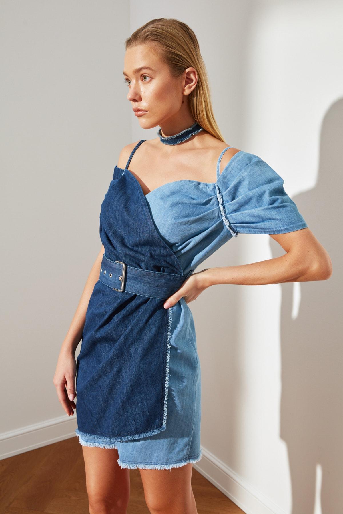Trendyolmilla Lacivert Renk Bloklu Asimetrik Askılı Mini Kot Elbise