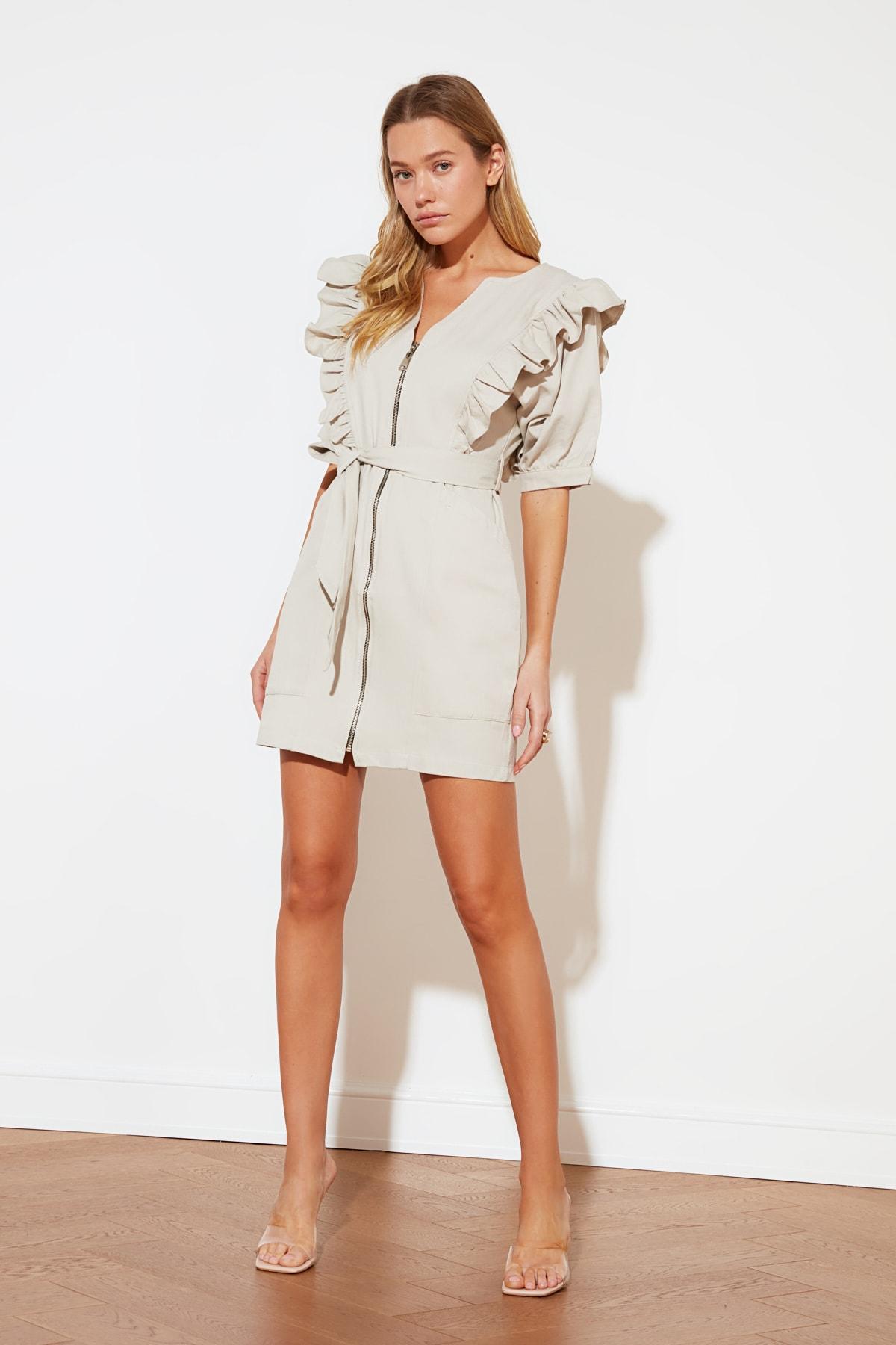 Trendyolmilla Bej Fermuarlı Fırfırlı Mini Elbise