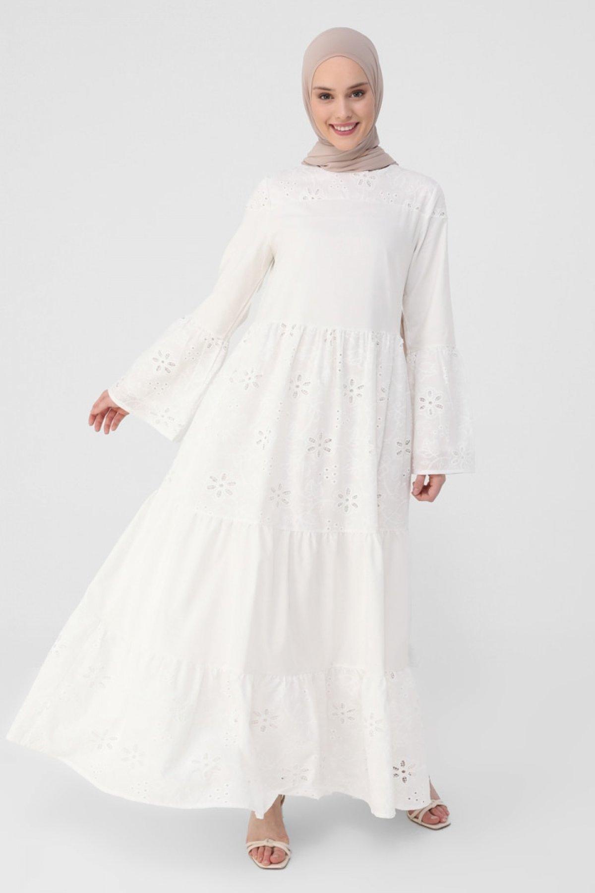 Refka Beyaz Nakışlı ve Astarlı Geniş Kesimli Elbise