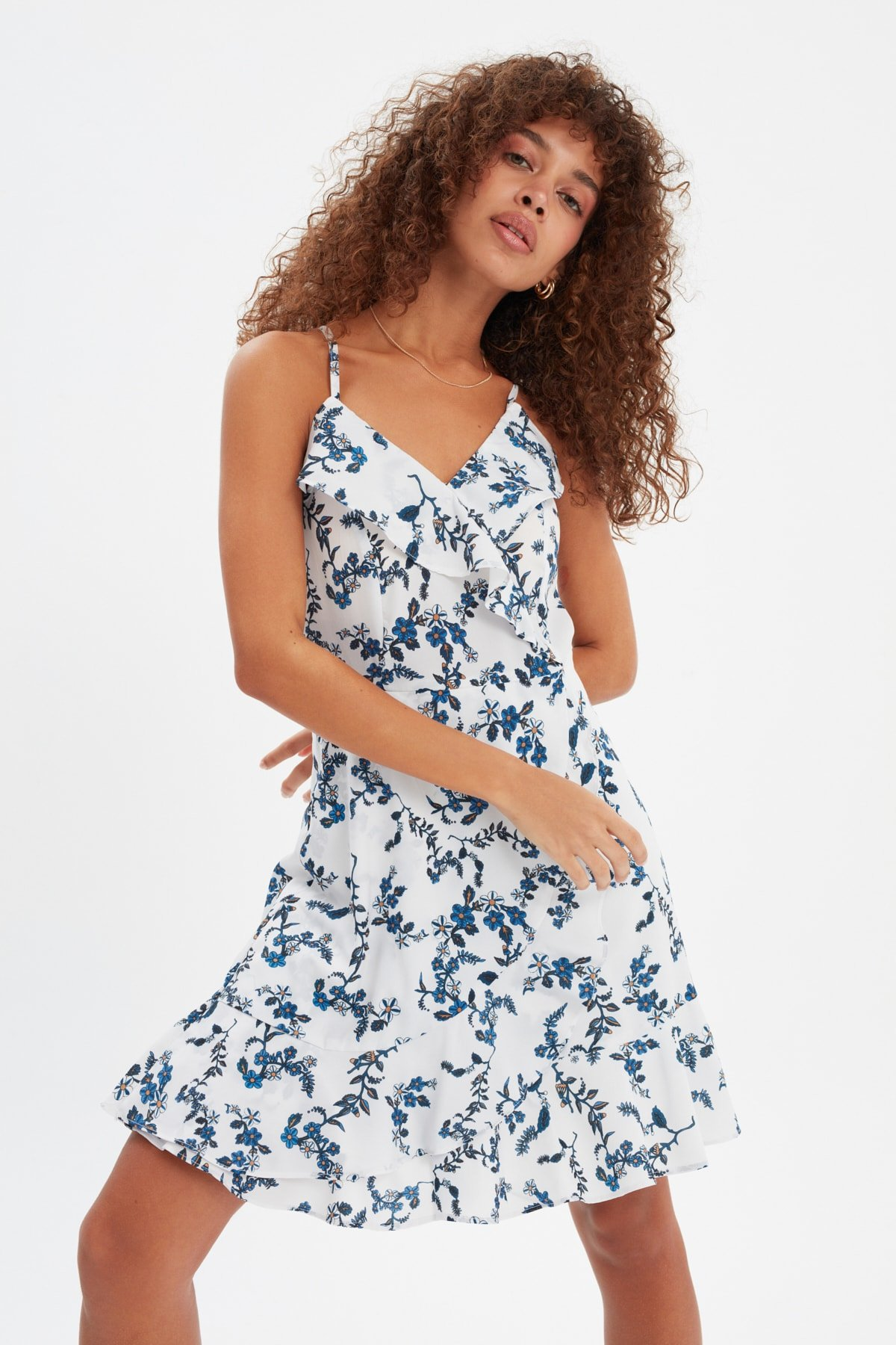 Trendyolmilla Askılı Renkli Volanlı Kruvaze Yaka Mini Elbise