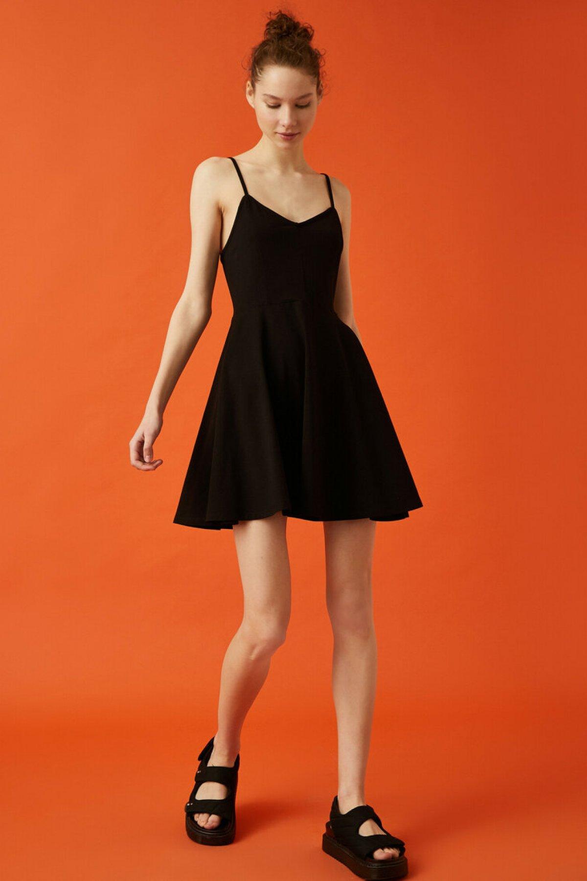 Koton Askılı Sırt Detaylı Mini Pamuklu Siyah Elbise