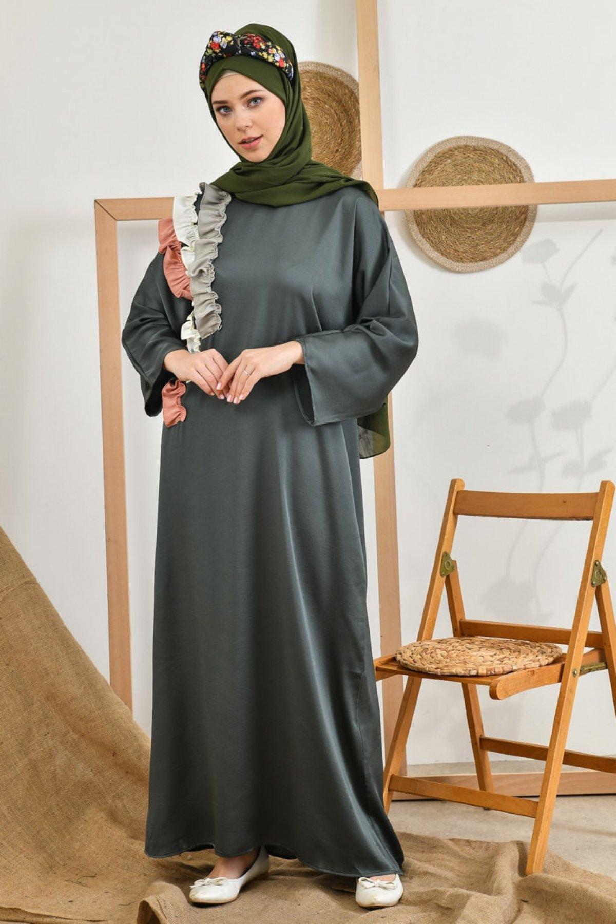Tuncay Haki Omuzdan Aşağı Üç Kat Garnili Fırfırlı Elbise