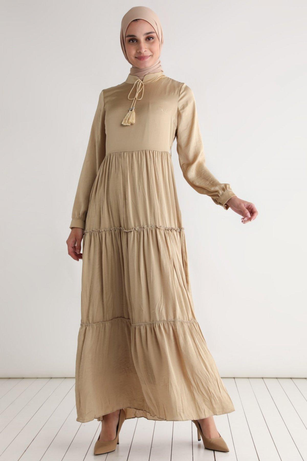 Tavin Bej Püskül Detaylı Astarlı Elbise