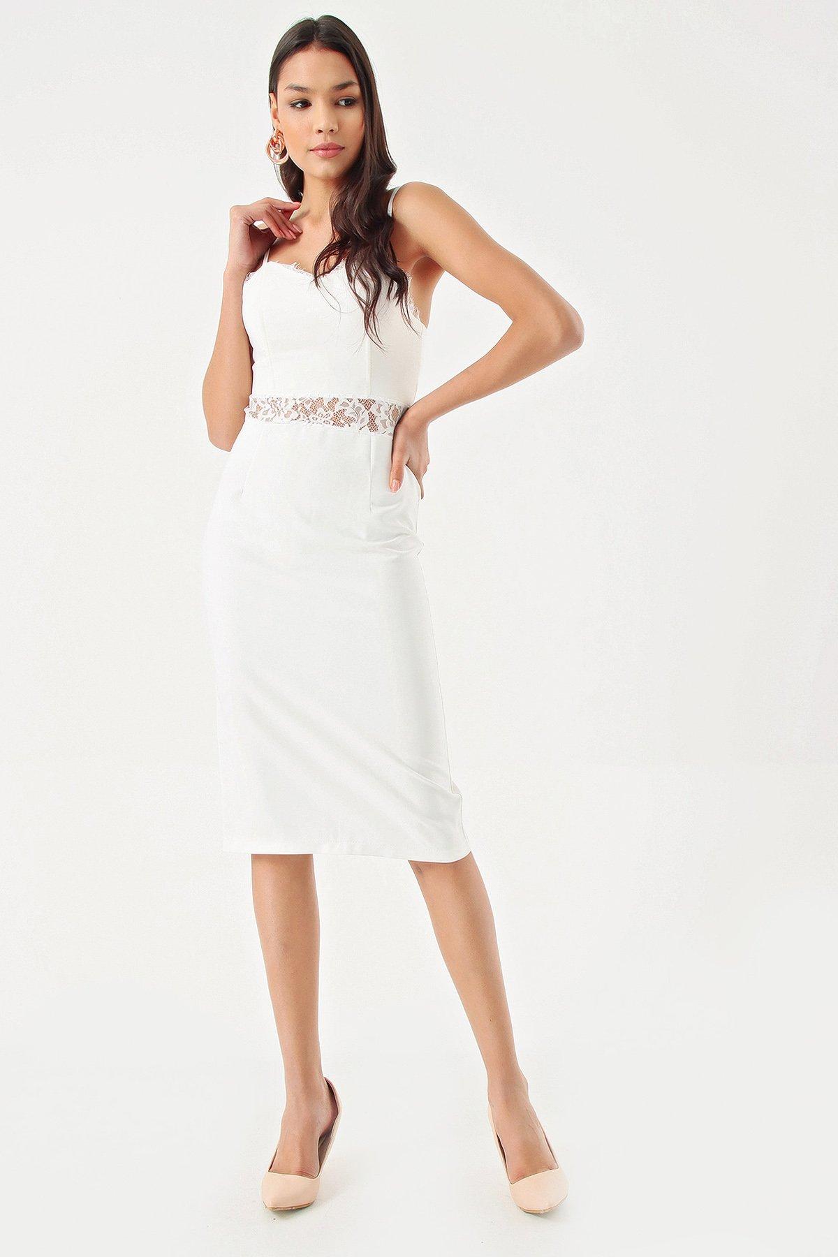 Modakapimda Beyaz Güpür Detaylı Kalem Midi Abiye Elbise