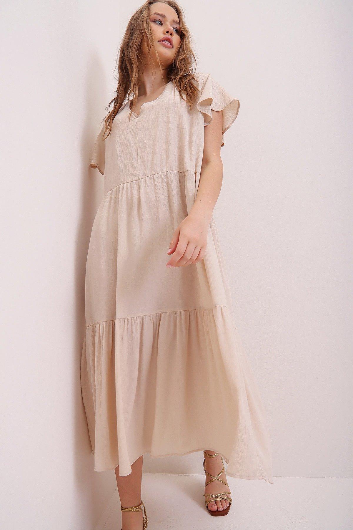 Trend Alaçatı Stili Krem V Yaka Volanlı Krinkle Uzun Elbise