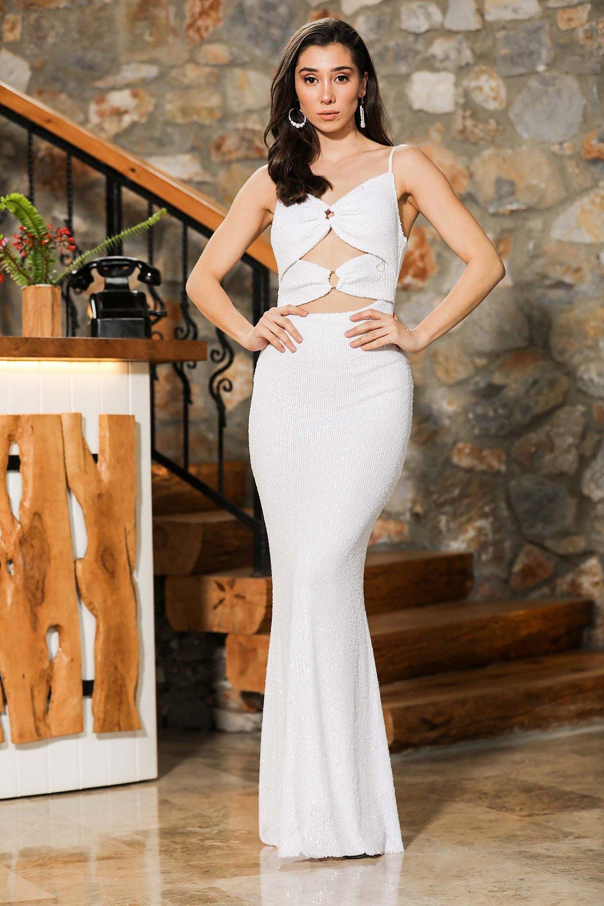 Patırtı Askılı Beyaz Pullu Dekolteli Ekru Balık Model Uzun Abiye Elbise