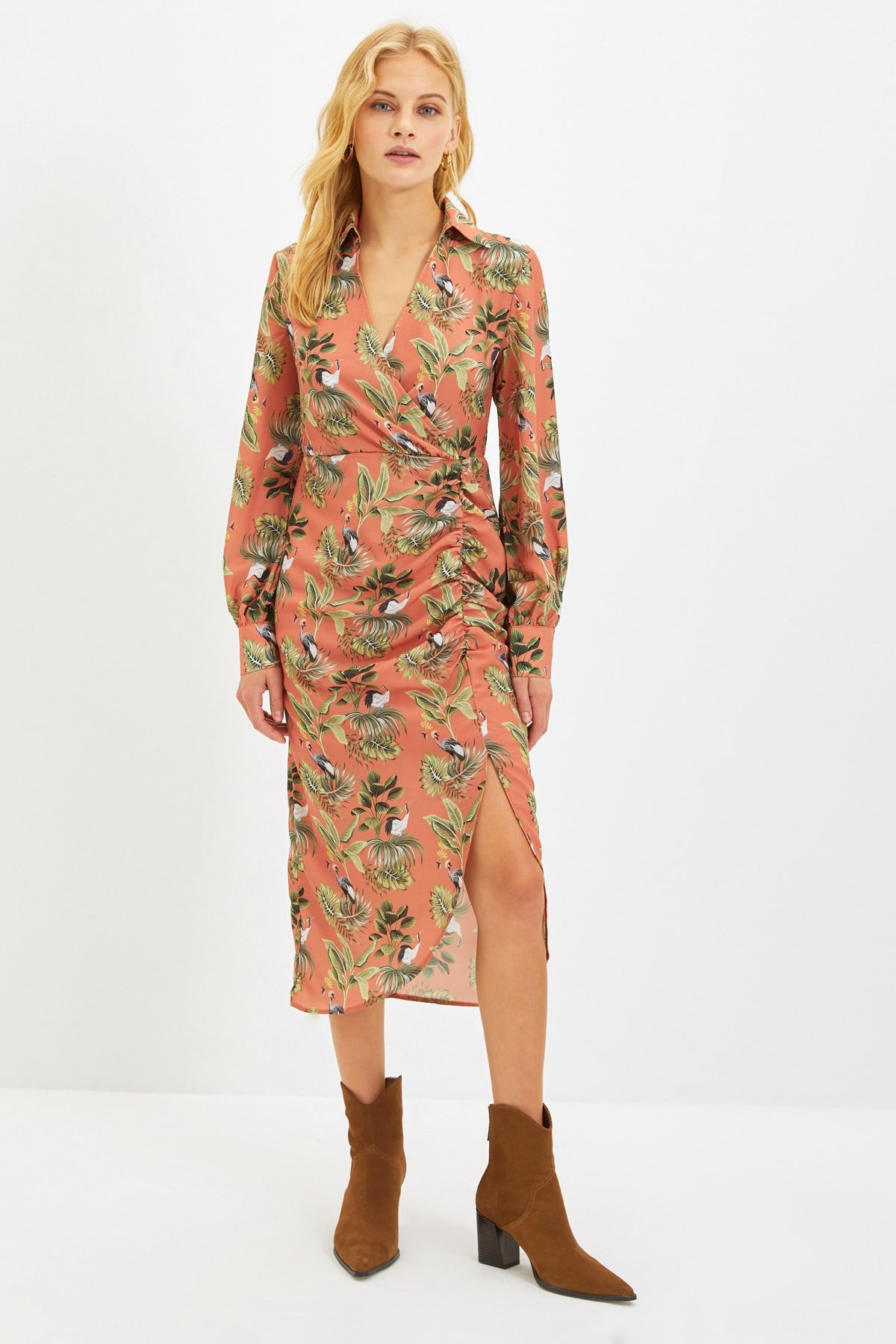 Trendyolmilla Somon Desenli Büzgülü Midi Elbise