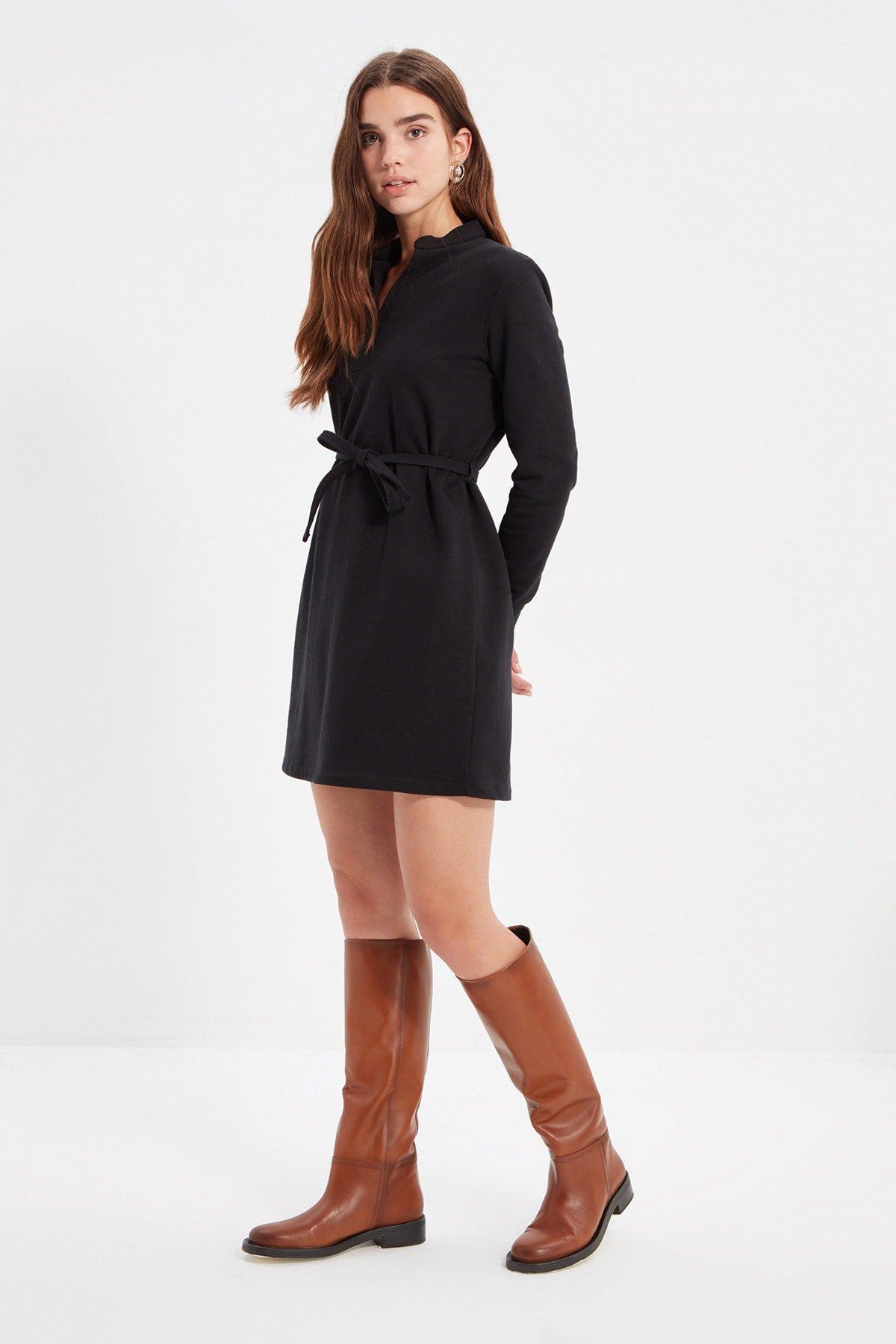Trendyolmilla Siyah Hakim Yaka Kuşak Detaylı Şardonlu Örme Mini Elbise