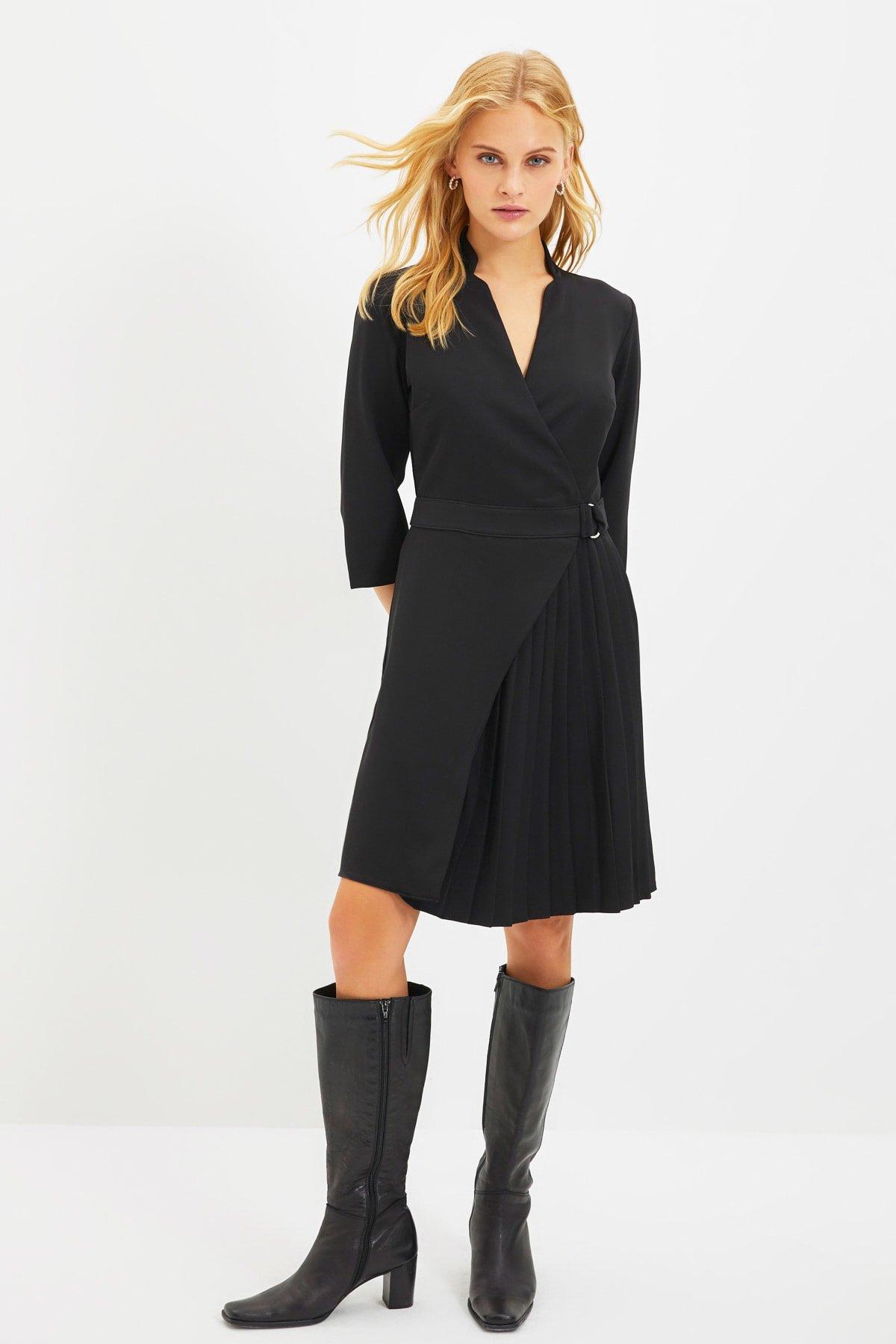 Trendyolmilla Siyah Piliseli Mini Elbise